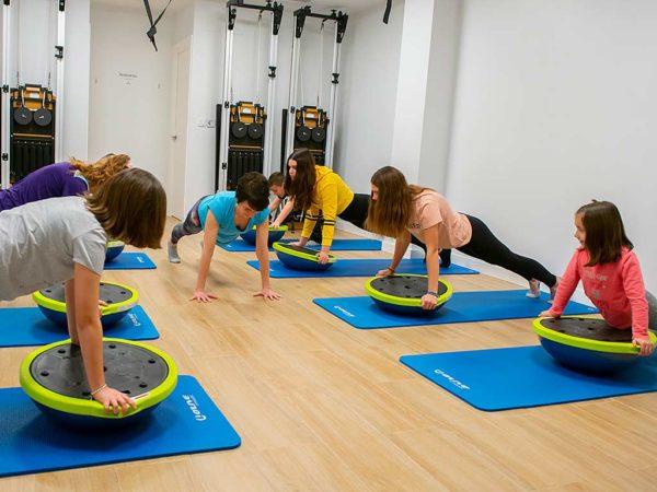 Actividades de espalda sana joven para niños de 9 a 14 años
