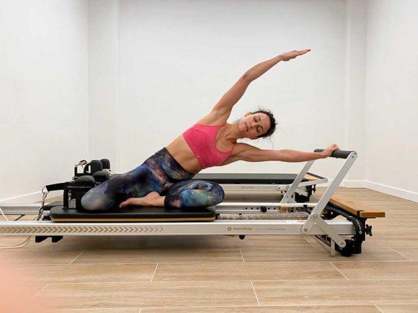 Actividad de pilates máquinas con reformer