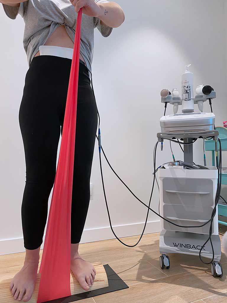 Ejercicios con cinta elástica para la diástasis abdominal