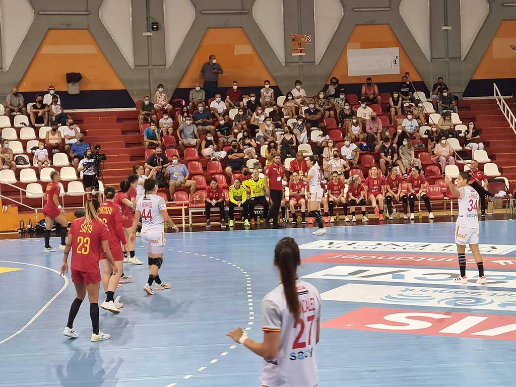 Selección femenina española de balonmano en partido de preparación para JJ.OO. de Tokio
